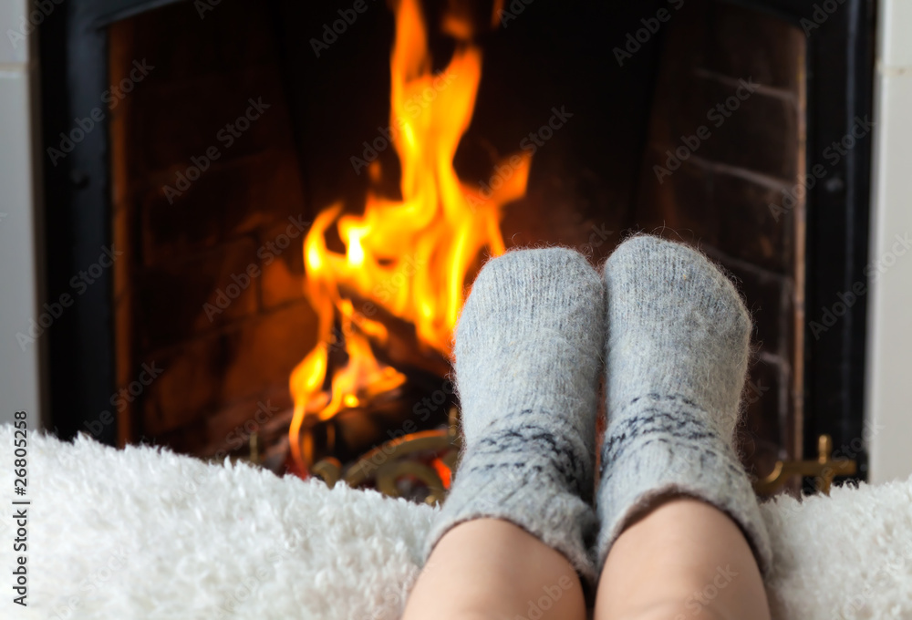 Fototapety, obrazy: Children's feet are heated in the fireplace