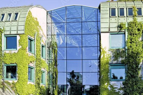 Stylowe plakaty  ekologiczny-nowoczesny-budynek-uniwersytet-warszawski-europa