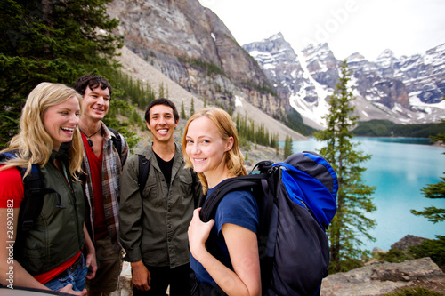 Spoed Foto op Canvas Canada Camping Friends in Mountains