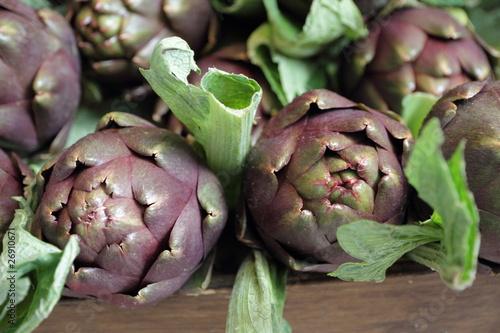 Photo fresh artichoke on italian stall