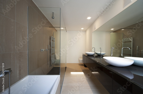 interno di bagno moderno - Buy this stock photo and explore similar ...