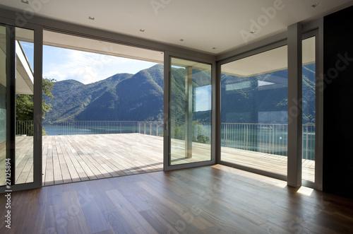 Fototapeta attico con vista montagne e lago