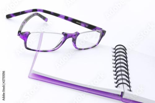 neues Hoch niedrigster Rabatt angenehmes Gefühl brille und notizbuch, violette töne - Buy this stock photo ...