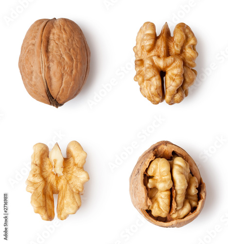 Fotografía  walnut and a cracked walnut isolated on the white background