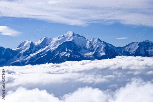 Le Mont blanc par de là les nuages