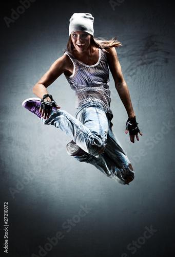 Young woman dancer jumping Fototapet