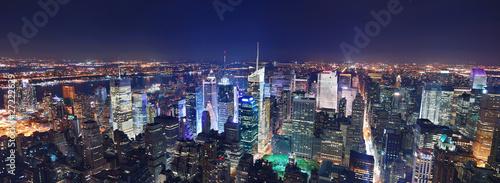 Noc panorama Nowego Jorku na Manhattanie