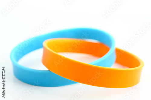Fotografía  Yellow and light blue rubber bracelet.