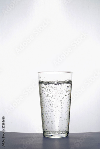 Valokuva  Verre d'eau gazeuse