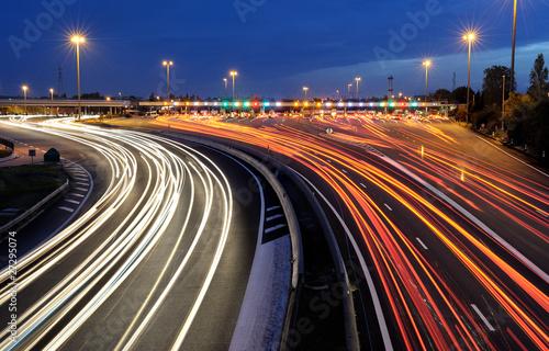 Foto op Aluminium Nacht snelweg barrières de péage autoroutier de nuit