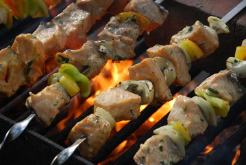 Panel Szklany Grill salmon kebabs