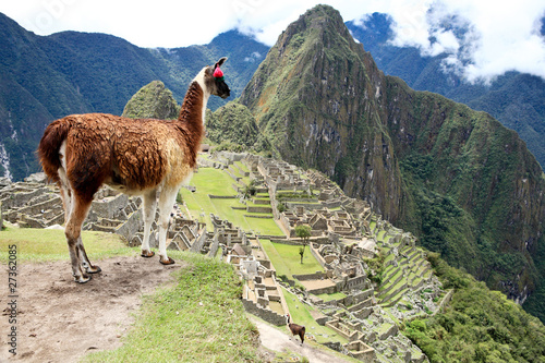 Photo  Ancient Inca lost city Machu Picchu, Peru.