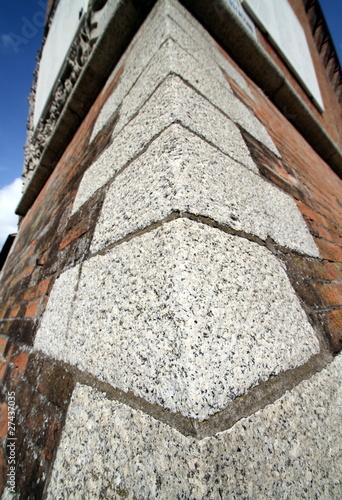 Photo angolo della base di una torre antica