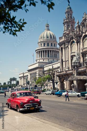 Deurstickers Cubaanse oldtimers Havana Capitolio, Cuba