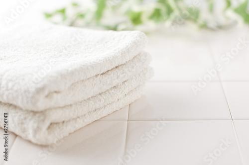 Fotografia  タイルの上に置かれたタオル