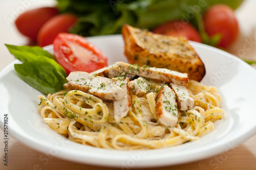 Fotografie, Obraz  fettucini alfredo with chicken 1