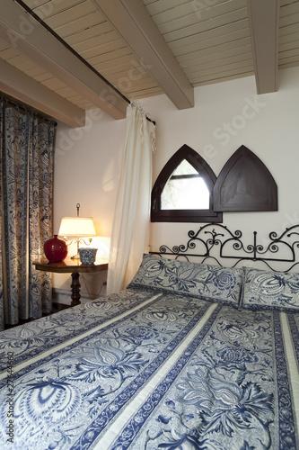 interno di camera da letto vecchio stile ma di lusso – kaufen Sie ...