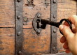 dłoń z kluczem