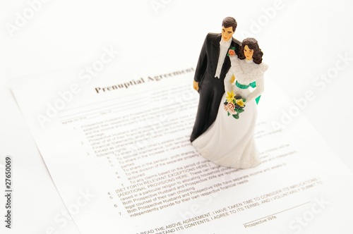 Photo cake-topper wedding couple and a pre-nuptial agreement