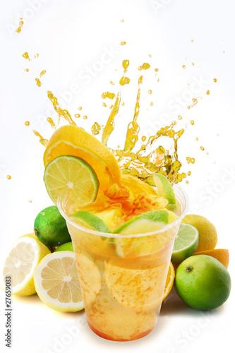 rozkoszuj-sie-odswiezaniem-napoju-cytrusowego