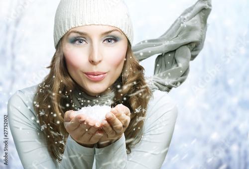 Foto-Doppelrollo - Christmas Girl.Winter woman Blowing Snow (von Subbotina Anna)