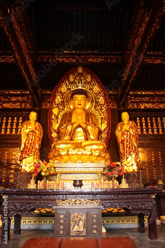Papiers peints Xian Buddhist Temple. Golden statue of Buddha.