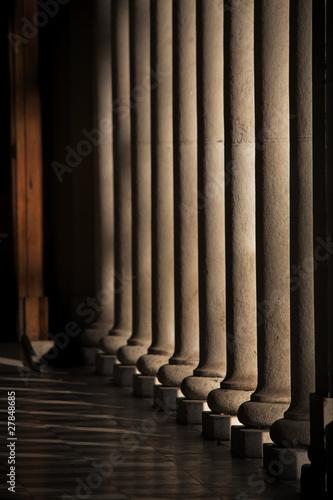 Canvastavla colonnade