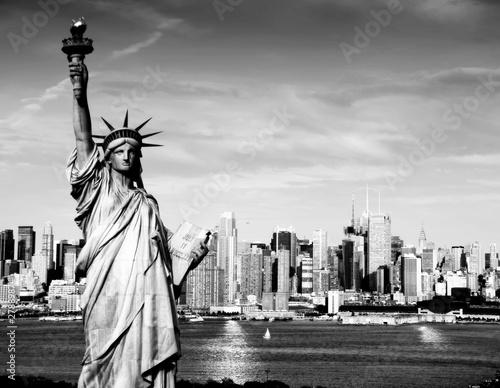 statua-wolnosci-w-czerni-i-bieli-nowy-jork