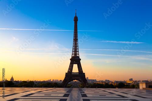 Papiers peints Paris Eiffel Tower at Sunrise