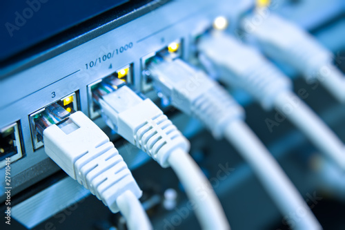 Fotografía  network cables connected to switch