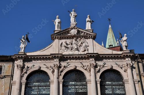 Fotografie, Obraz  vicenza chiesa di san vincenzo fastigio statue