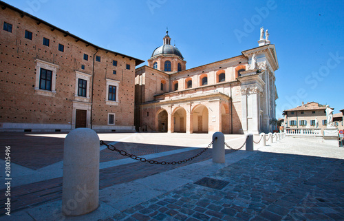Fotomural The square near the Cathedral of Urbino
