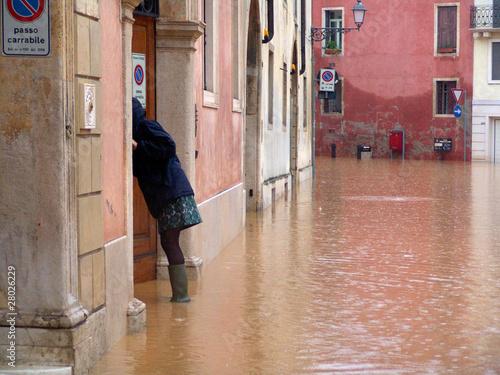 Photo alluvione acqua pioggia esondazione pericolo strada