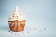 White Cup Cake