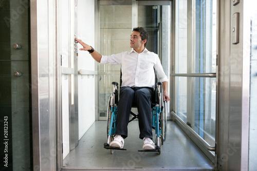 Fotografie, Obraz  Handicap ascenseur