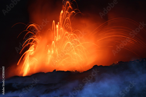 Foto op Aluminium Vulkaan Erupting Volcano at Night