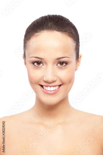 Valokuva  Schöne junge Frau mit Sommersprossen Portrait