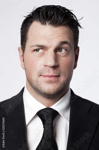 Fotografia, Obraz  jeune homme haussant un sourcil méfiant