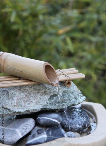 Papiers peints Fontaine fontaine en bambou