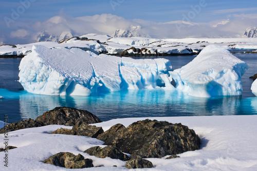 Papiers peints Arctique Huge iceberg in Antarctica