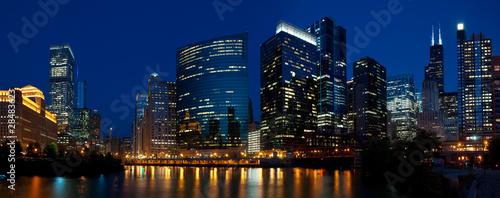 Poster Chicago Chicao riverside night panorama.