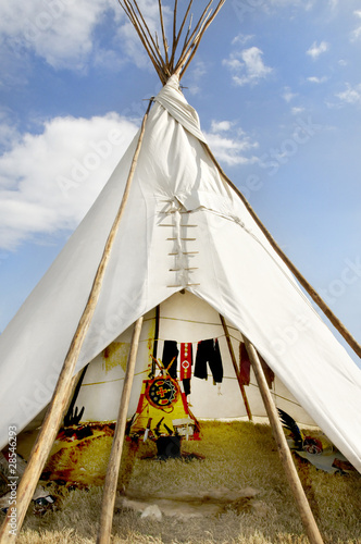 Poster Indiens Tee Pee Against a Blue Sky