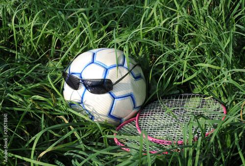 Dwie rakiety, piłki nożnej i okulary