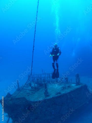 In de dag Schip Diver on wreck