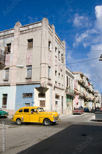 Türaufkleber Autos aus Kuba Havana street with yellow car