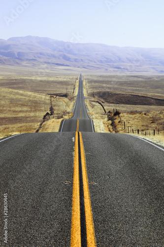 nagle-zakrety-drogi-na-kalifornijskich-stepach