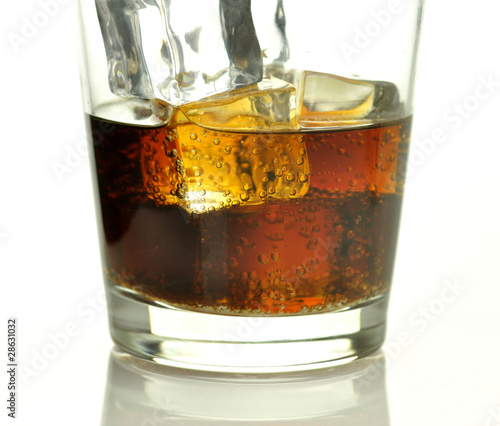 Spoed Foto op Canvas Bar glass of cola with ice cubes close up
