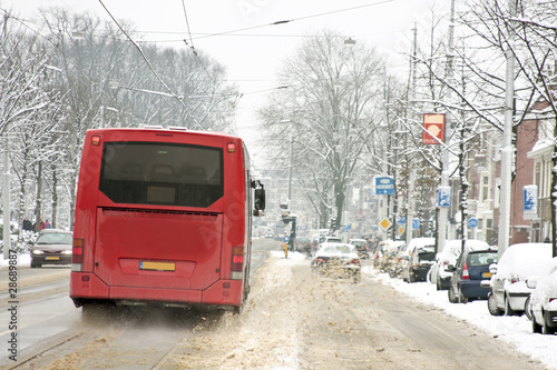 Papiers peints Rouge, noir, blanc Bus driving in Amsterdam the Netherlands in winter
