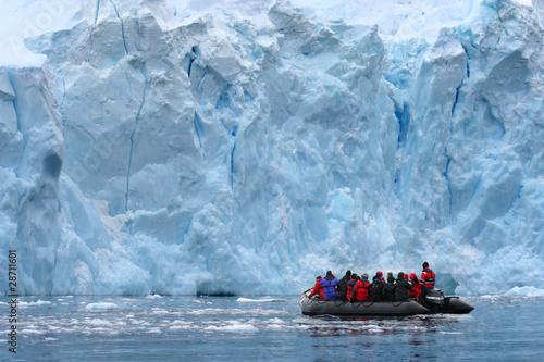 Zodiacfahrt (Antarktis) - Zodiac Exkcursion (Antarctica)