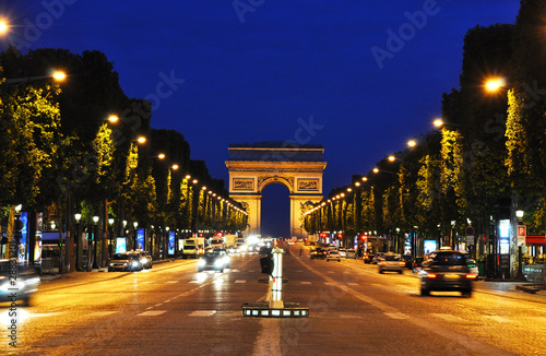 Fotobehang Parijs The Champs-Elysées at night, Paris, France
